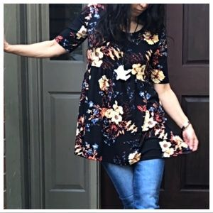 Tops - Beautiful black floral tunic top